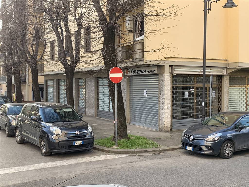 BRUNO BUOZZI, CAMPI BISENZIO, Shop for sale of 150 Sq. mt., Heating Non-existent, Energetic class: G, Epi: 150 kwh/m3 year, placed at Ground on 4,