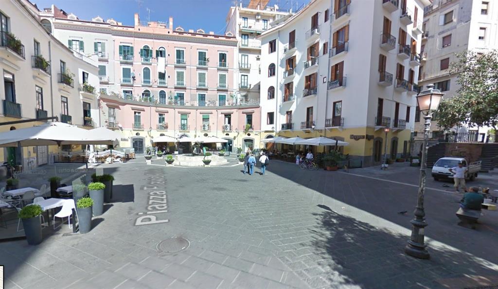Vendita attivit commerciale piazza flavio gioia centro for Case in vendita salerno centro