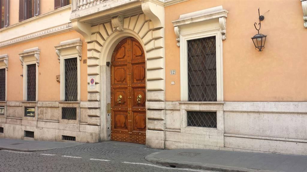 Quadrilocale in Via Della Mercede 12a, Centro Storico, Roma