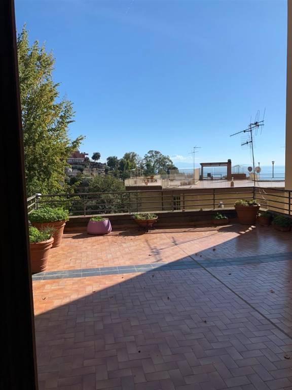 Appartamento in vendita a Salerno, 9 locali, zona Località: GINESTRE / SALA ABBAGNANO / PANORAMICA / CASA MANZO, prezzo € 570.000 | PortaleAgenzieImmobiliari.it