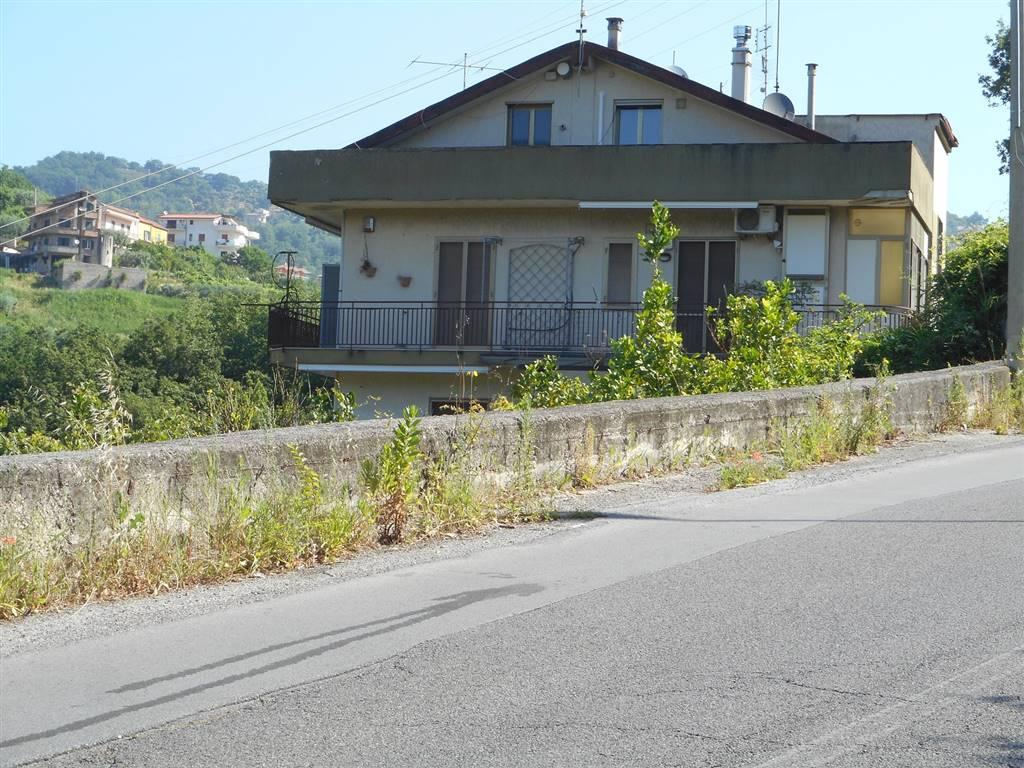Trilocale in Via S. Pio Da Pietralcina, Eustachio, Salerno