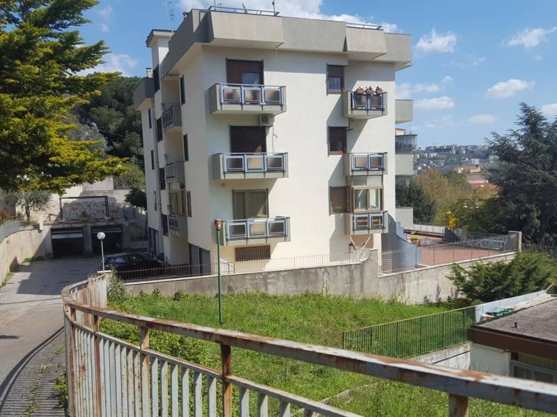 Monolocale, Carmine, Salerno