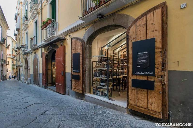 Attività / Licenza in vendita a Salerno, 2 locali, zona Zona: Centro Storico, prezzo € 40.000   CambioCasa.it