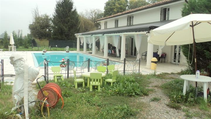 Villa, Cittadella, Modena, seminuova