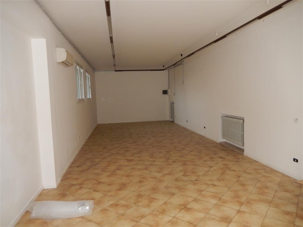 Negozio / Locale in affitto a Rubiera, 2 locali, prezzo € 700 | CambioCasa.it