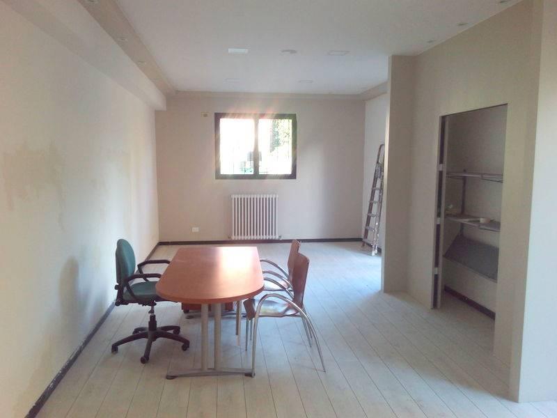 Laboratorio, Buon Pastore, Modena, in ottime condizioni