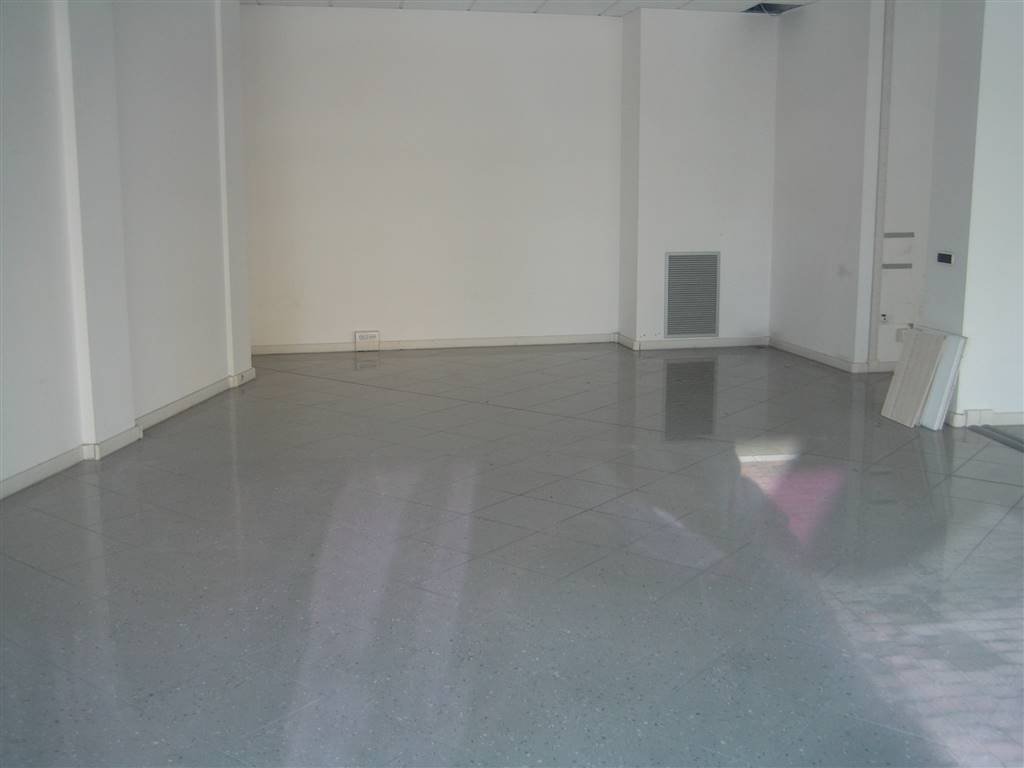 Attività commerciale, Villaggio Artigiano Modena Nord, Modena, ristrutturato