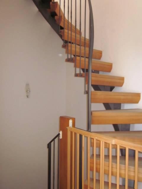 scale al 2° piano - Rif. sance15