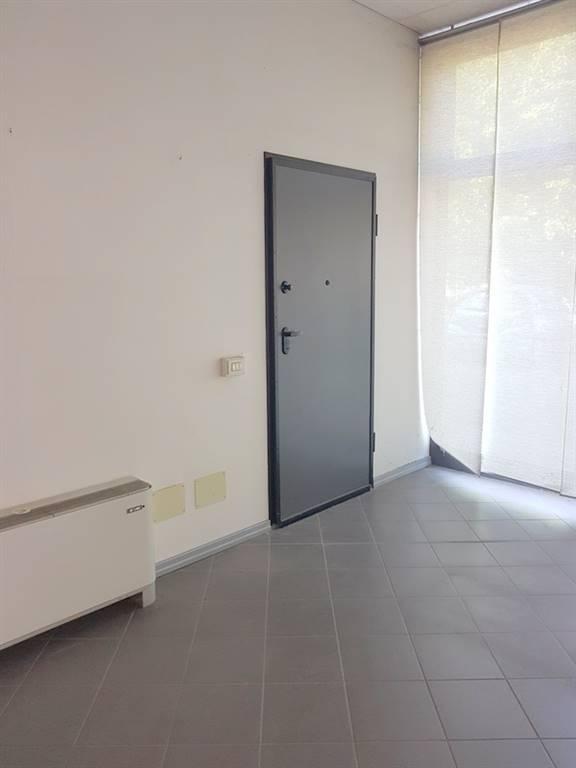 porta ingresso uffici piano terra