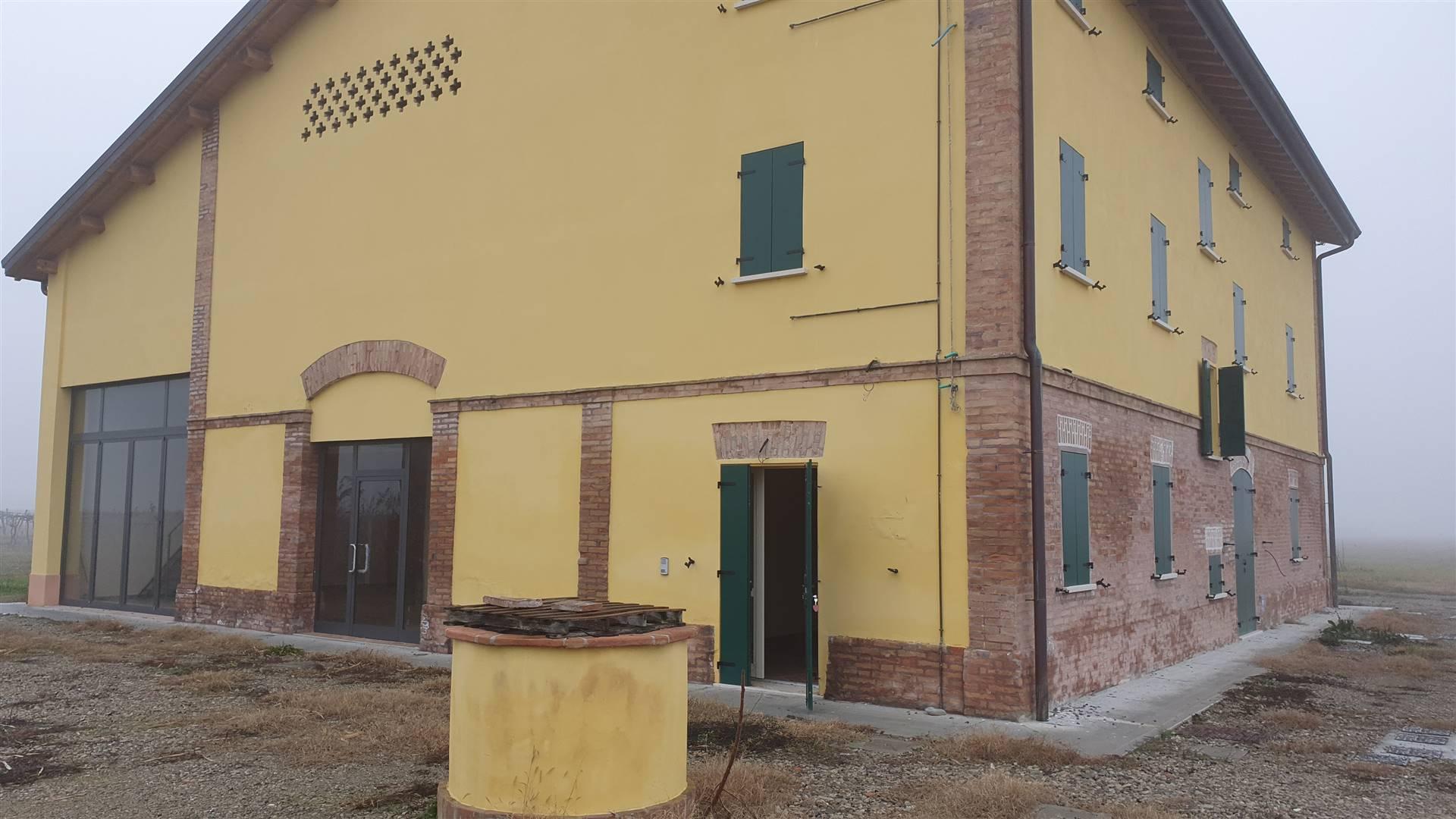 Magazzino in affitto a Bomporto, 4 locali, zona Zona: Sorbara, prezzo € 1.000 | CambioCasa.it