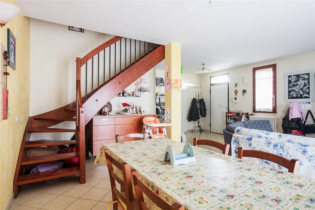 Appartamento indipendente, Cento, in ottime condizioni
