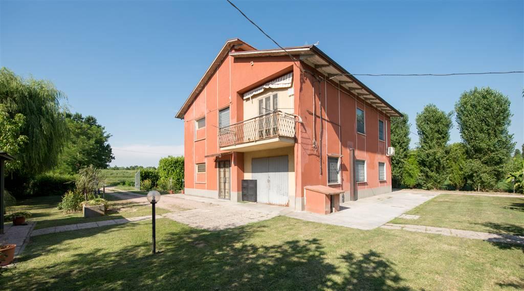 Villa, Padulle, Sala Bolognese, ristrutturata