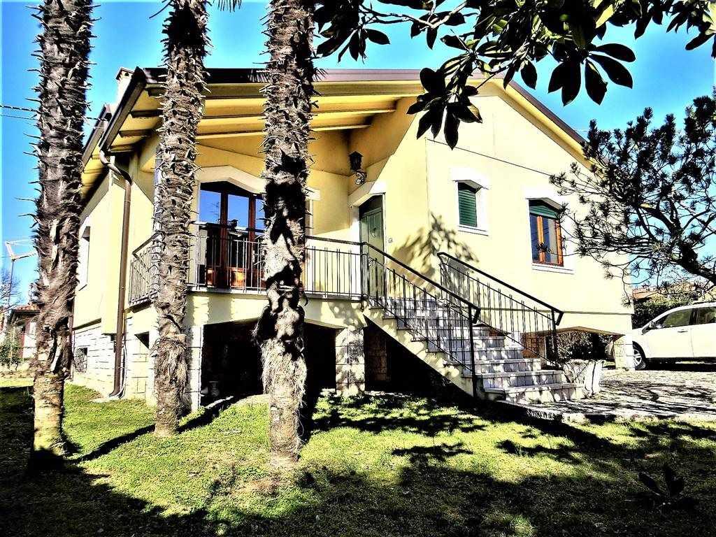Villa in affitto a Lazise, 6 locali, zona Località: COLÀ, prezzo € 1.600 | CambioCasa.it