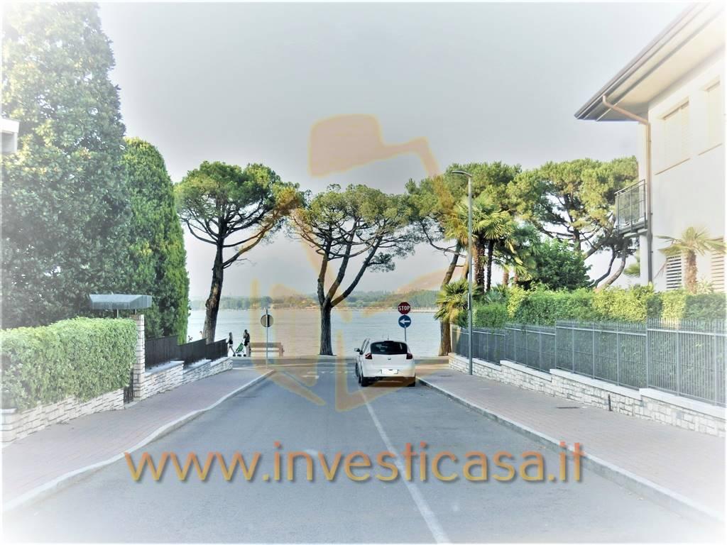 Appartamento in vendita a Peschiera del Garda, 4 locali, prezzo € 195.000 | CambioCasa.it