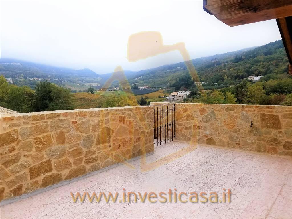 Villa a Schiera in affitto a Caprino Veronese, 9 locali, prezzo € 1.100 | CambioCasa.it