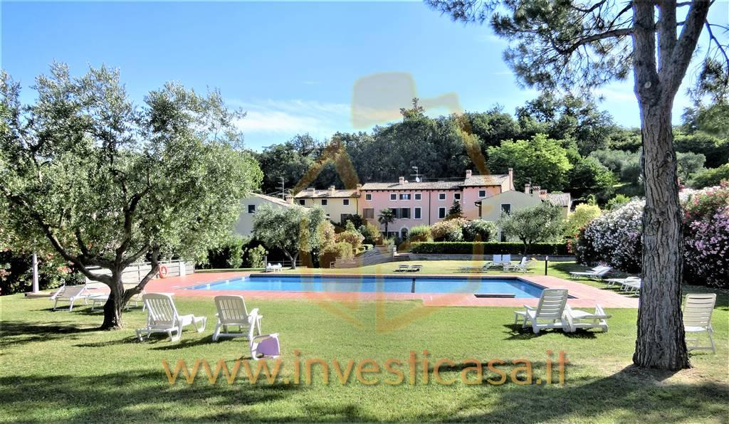Appartamento in affitto a Bardolino, 3 locali, prezzo € 1.000   CambioCasa.it