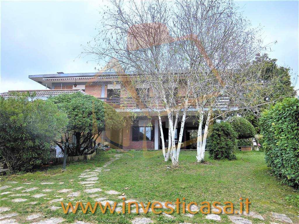 Appartamento in affitto a Lazise, 6 locali, prezzo € 1.200 | CambioCasa.it