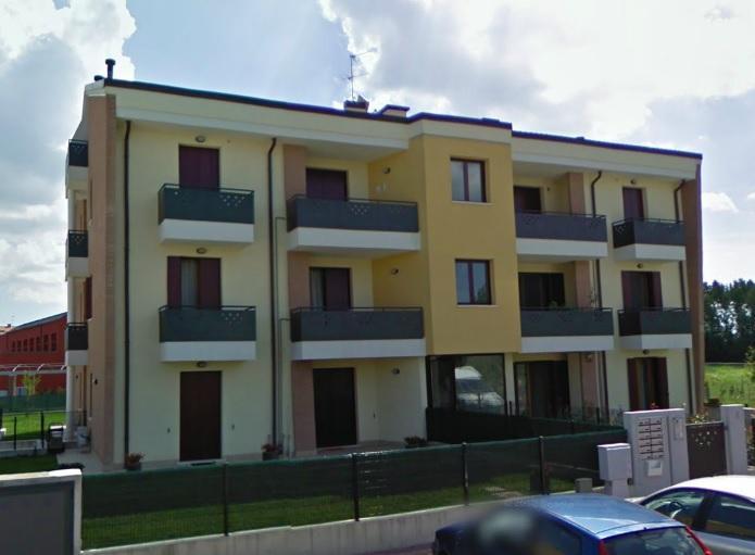 In quartiere residenziale in prossimità del centro di MIRANO, splendido e recente miniappartamento arredato. Garage. DISPONIBILE da OTTOBRE 2020.
