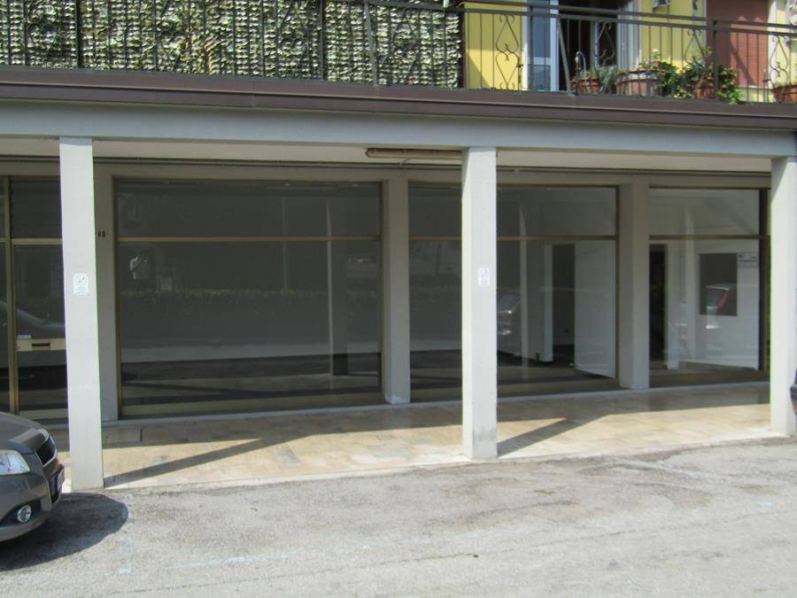 SALZANO, Shop for rent of 100 Sq. mt., Habitable, Heating Individual heating system, Energetic class: G, Epi: 231,9 kwh/m3 year, placed at Ground,