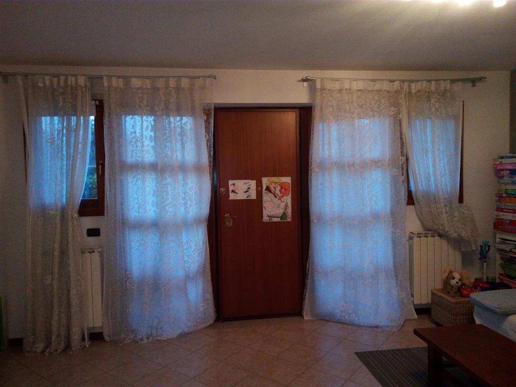 MAERNE, frazione di Martellago, in area residenziale tranquilla e circondata dal verde pubblico, proponiamo porzione di villetta a schiera dalle