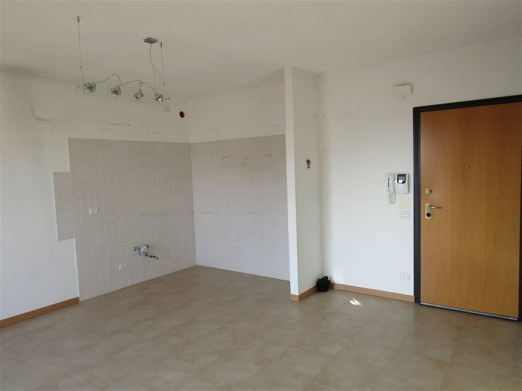 SALZANO, in ottima posizione comoda a servizi e scuole, recente e luminoso appartamento al 3° ed ultimo piano con ascensore, completamente esposto al