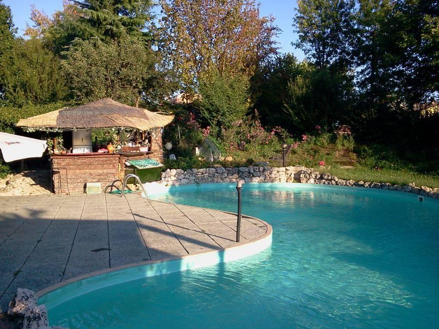 Comoda per raggiungere VENEZIA e TREVISO Casale ristrutturato in stile country di 160 Mq con piscina nel giardino, composto al piano terra da