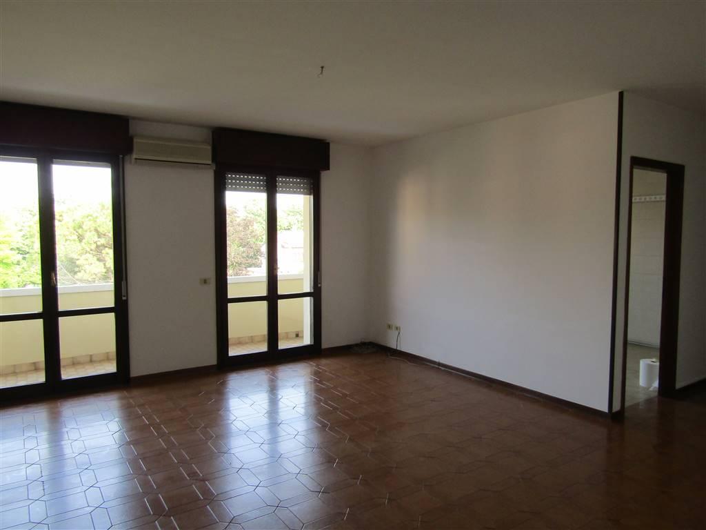 Ufficio / Studio in affitto a Santa Maria di Sala, 5 locali, prezzo € 600 | CambioCasa.it