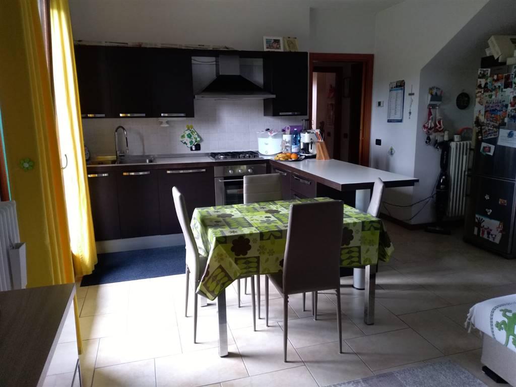 CASELLE di SANTA MARIA DI SALA, in piccolo contesto di sole 8 unità abitative, proponiamo bellissimo appartamento al primo piano composto da