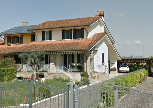 ROBEGANO, frazione di Salzano, in quartiere residenziale esclusivo di sole ville signorili e vicina al centro, proponiamo porzione di bivilla dagli