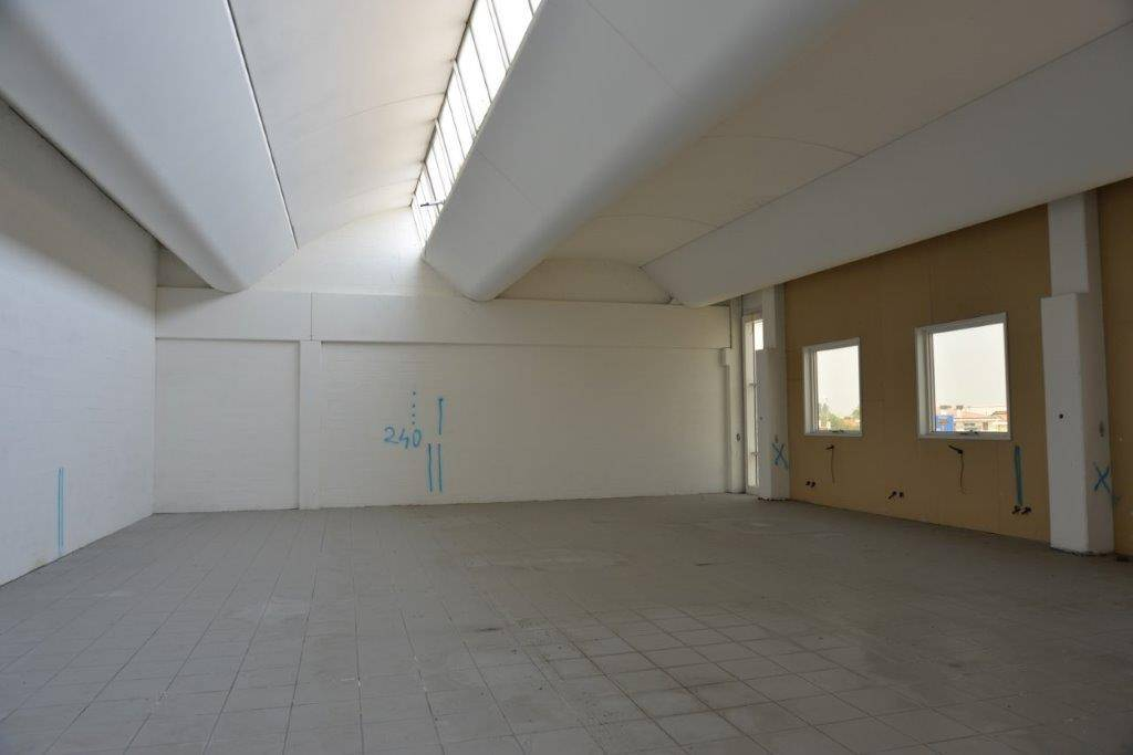 In area artigianale e commerciale di BALLO' di Mirano, proponiamo ufficio con accessori situato al primo piano di un capannone di recente costruzione.