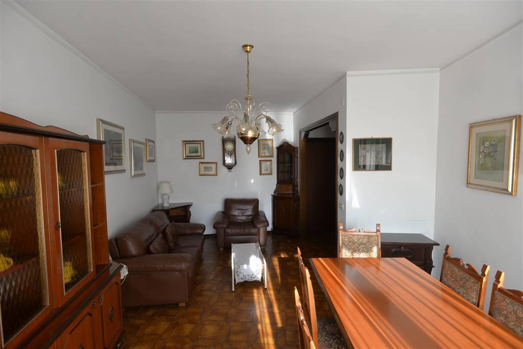 Mirano centro luminosissimo appartamento al 4° piano con ascensore in buone condizioni generali composto da ampio ingresso, cucina abitabile, 3