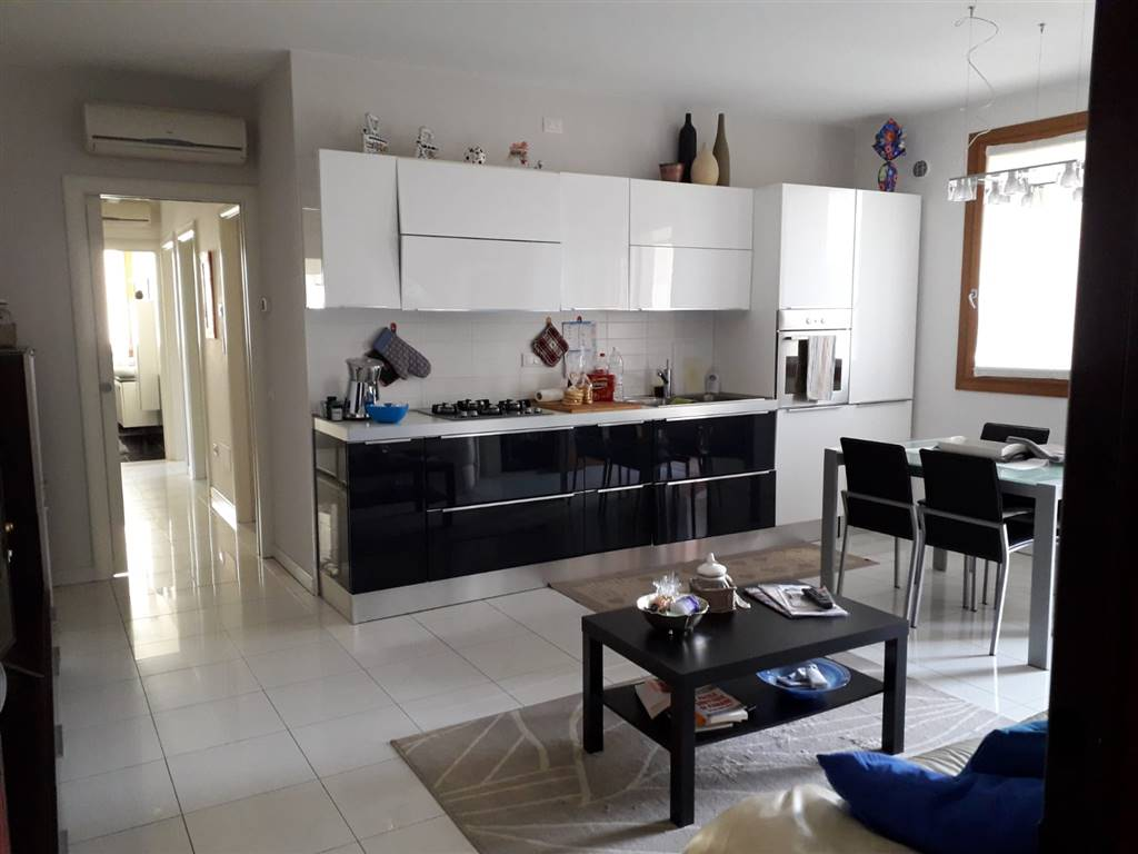 SALZANO, Apartment for sale of 79 Sq. mt., Excellent Condition, Heating Individual heating system, Energetic class: B, placed at 1° on 3, composed