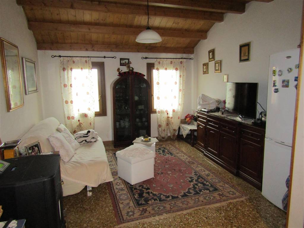 MARTELLAGO, Terraced house for sale of 135 Sq. mt., Habitable, Heating Individual heating system, Energetic class: G, placed at 1° on 2, composed by: