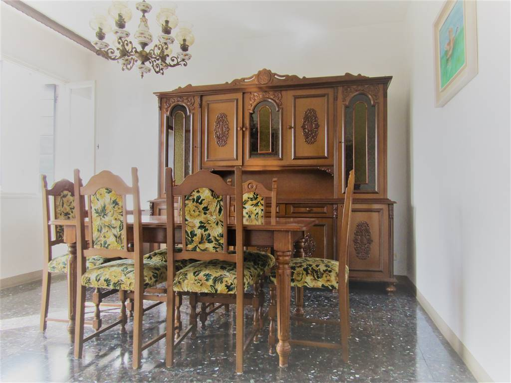 SPINEA, Independent Apartment for sale of 81 Sq. mt., Be restored, Heating Non-existent, Energetic class: F, placed at 1° on 2, composed by: 5 Rooms, Separate kitchen, , 3 Bedrooms, 1 Bathroom,