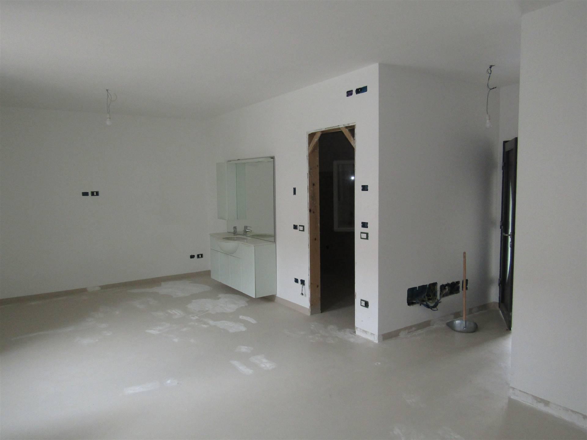 Situata nel centro di BRIANA, frazione di NOALE, proponiamo casa singola con ampio scoperto privato. L'immobile si compone di ingresso da portico