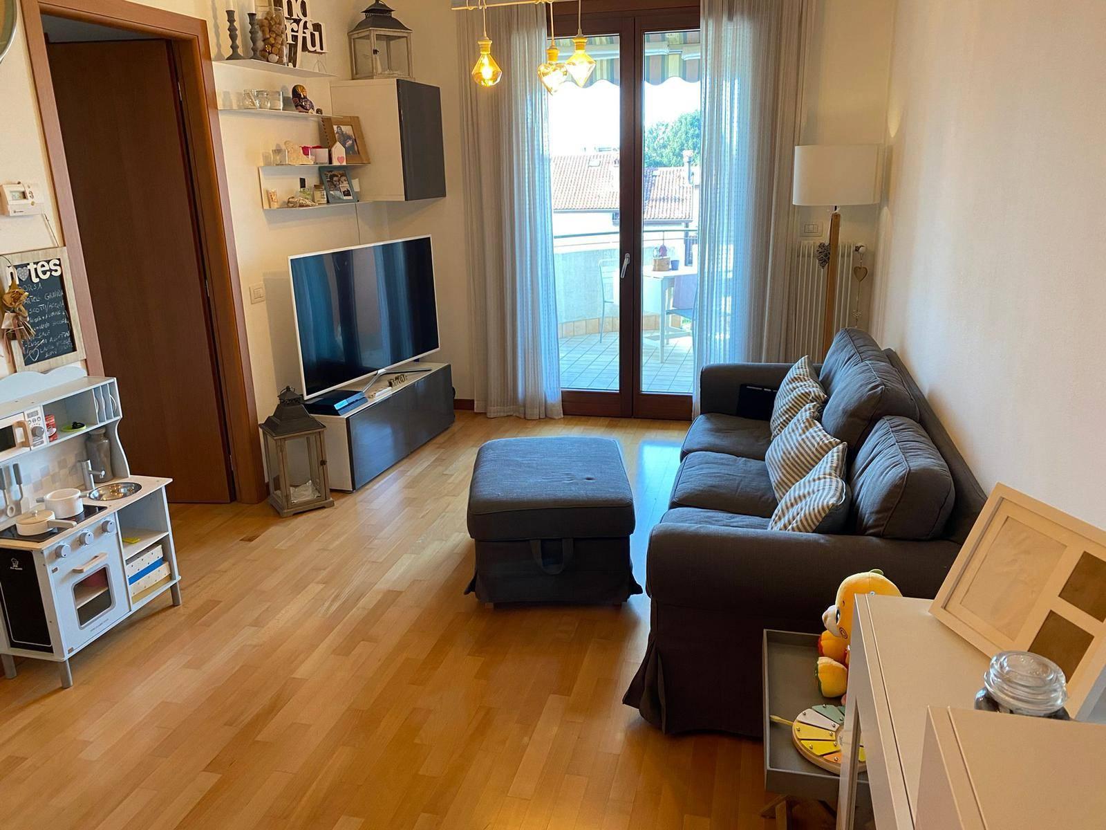 SALZANO: proponiamo in vendita mini appartamento posto al secondo e ultimo piano con ascensore. L'appartamento è composto da ampio soggiorno con