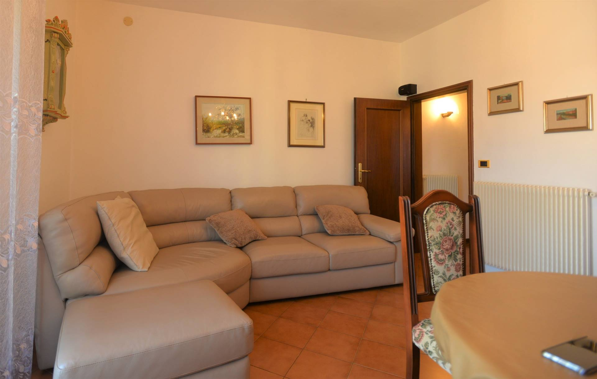 Marghera, centralissimo, vicinanze Piazzale Concordia, appartamento al secondo ultimo piano su palazzina di 6 unità, luminosissimo, buone condizioni