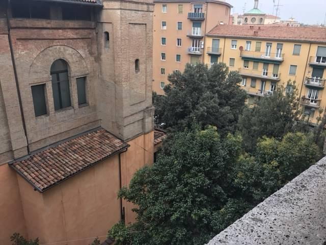 Trilocale in Via Lame 77, Centro Storico, Bologna