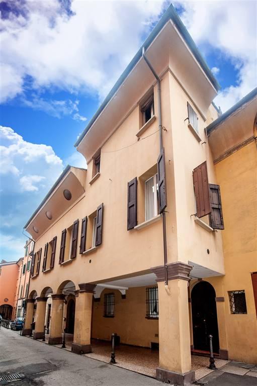 Quadrilocale in Via Del Borgo San Pietro 5, Centro Storico, Bologna