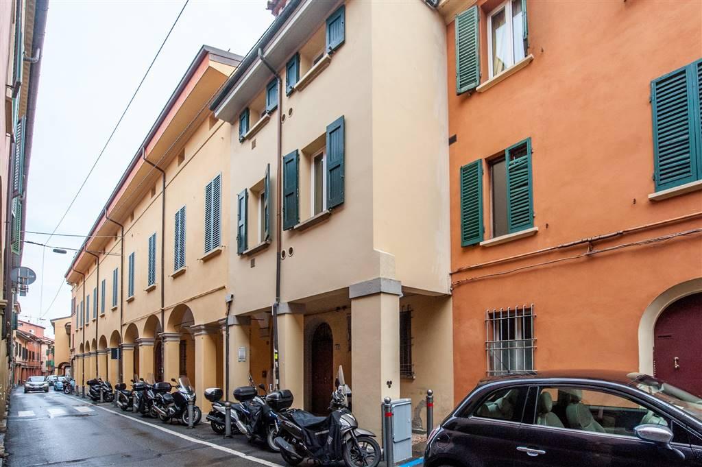 Trilocale in Via Nosadella, Centro Storico, Bologna