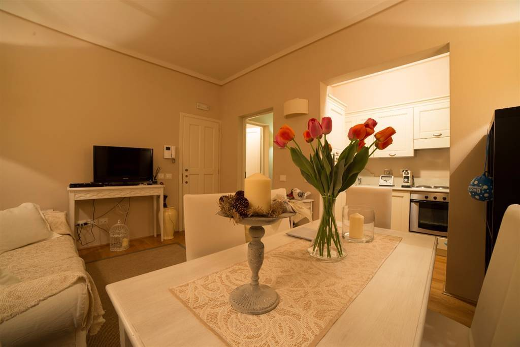 CURE, FIRENZE, Apartment for rent of 65 Sq. mt., Excellent Condition, Heating Centralized, Energetic class: G, placed at 1° on 2, composed by: 4