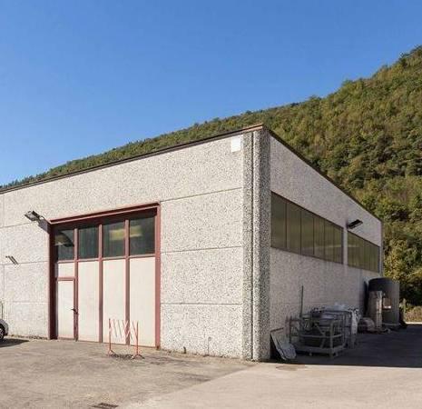 SIECI, PONTASSIEVE, Bâtiment industriel des vendre de 1200 Mq, Restauré, Classe Énergétique: F, par terre Terrains, composé par: 18 Locals, 3 Bains,