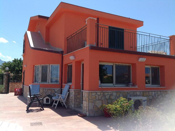 Villa, Lascari, ristrutturata