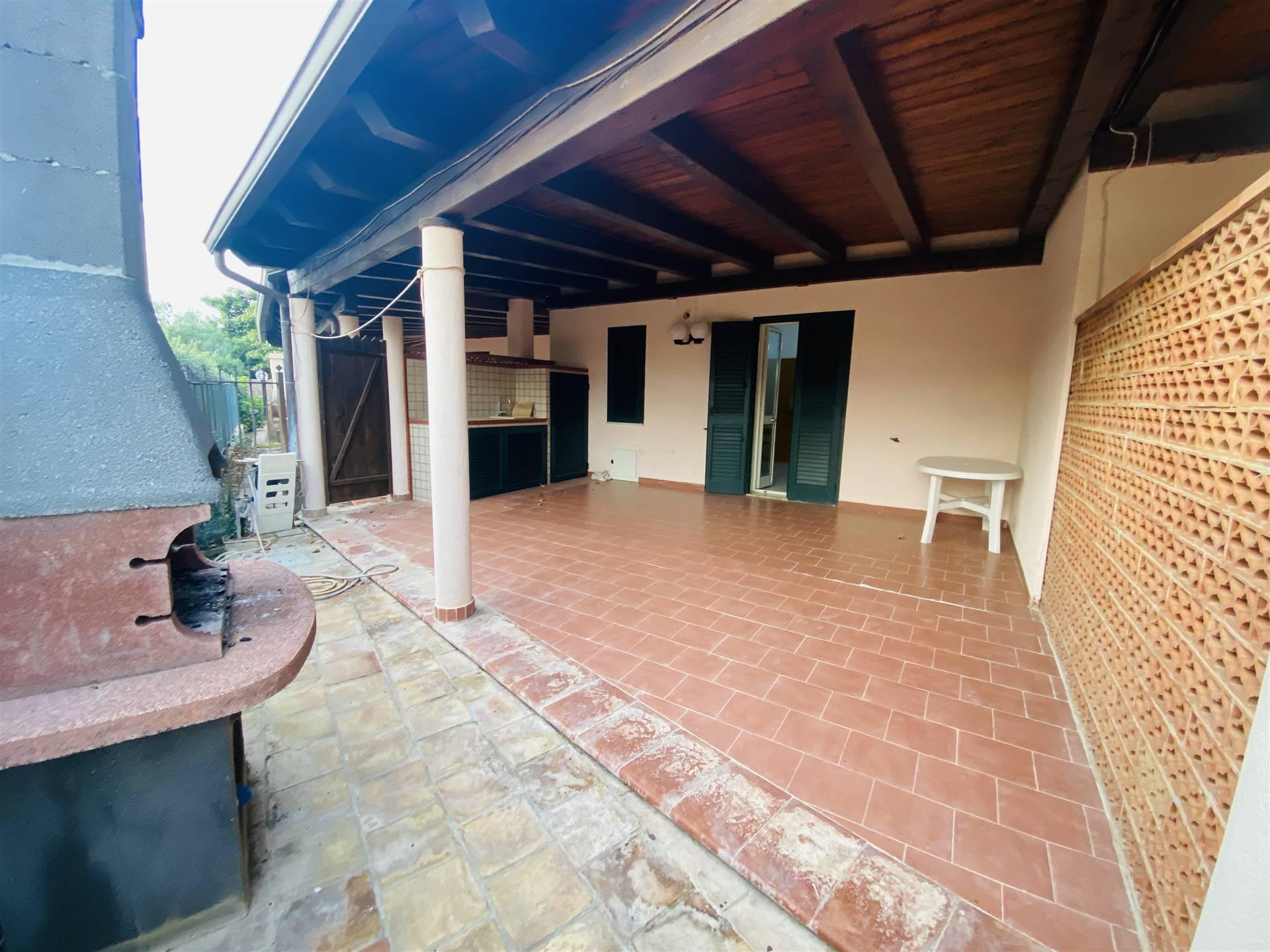 Villa in affitto a Campofelice di Roccella, 4 locali, prezzo € 450   CambioCasa.it