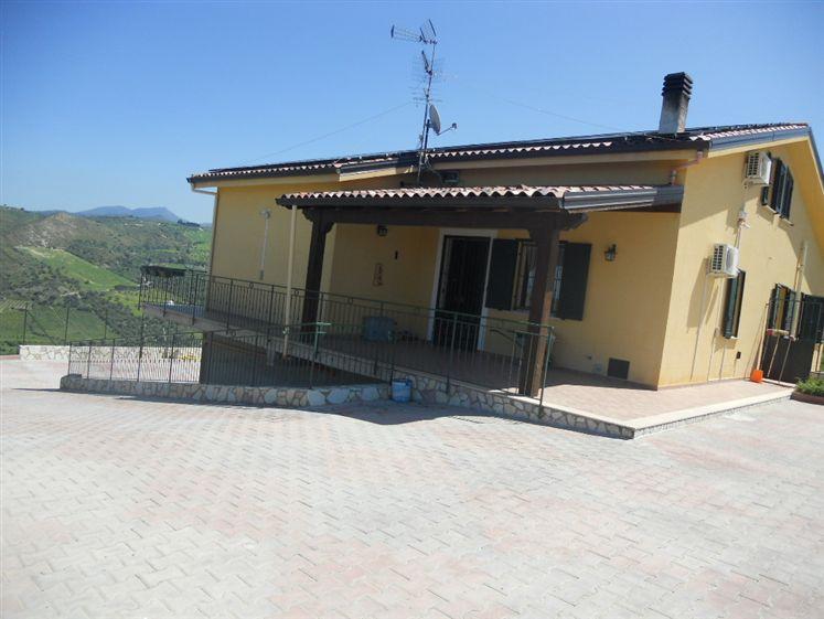 Villa Bifamiliare in vendita a Campofelice di Roccella, 5 locali, prezzo € 279.000   CambioCasa.it