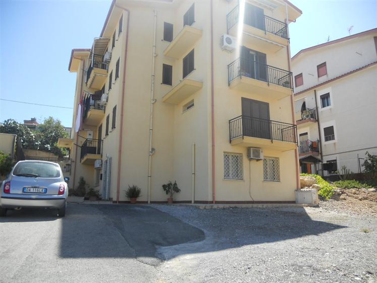 Appartamento in vendita a Campofelice di Roccella, 4 locali, prezzo € 145.000 | CambioCasa.it