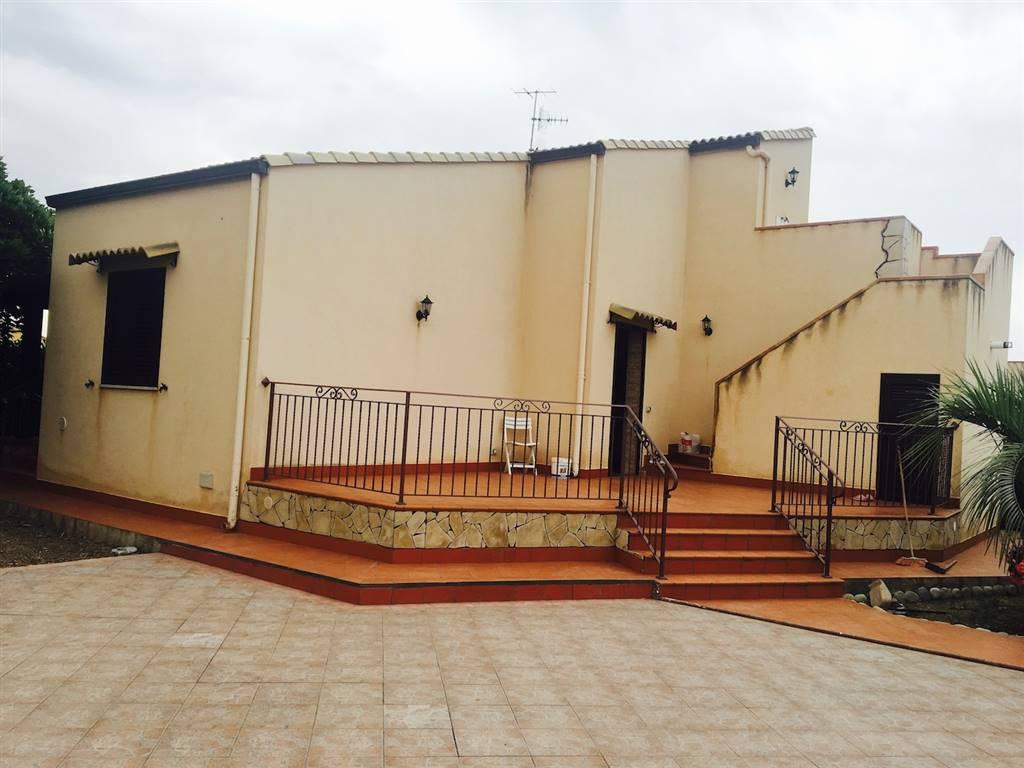Villa, Campofelice Di Roccella, in ottime condizioni