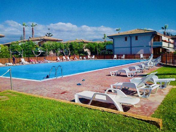 Villa a Schiera in vendita a Campofelice di Roccella, 2 locali, prezzo € 70.000   CambioCasa.it