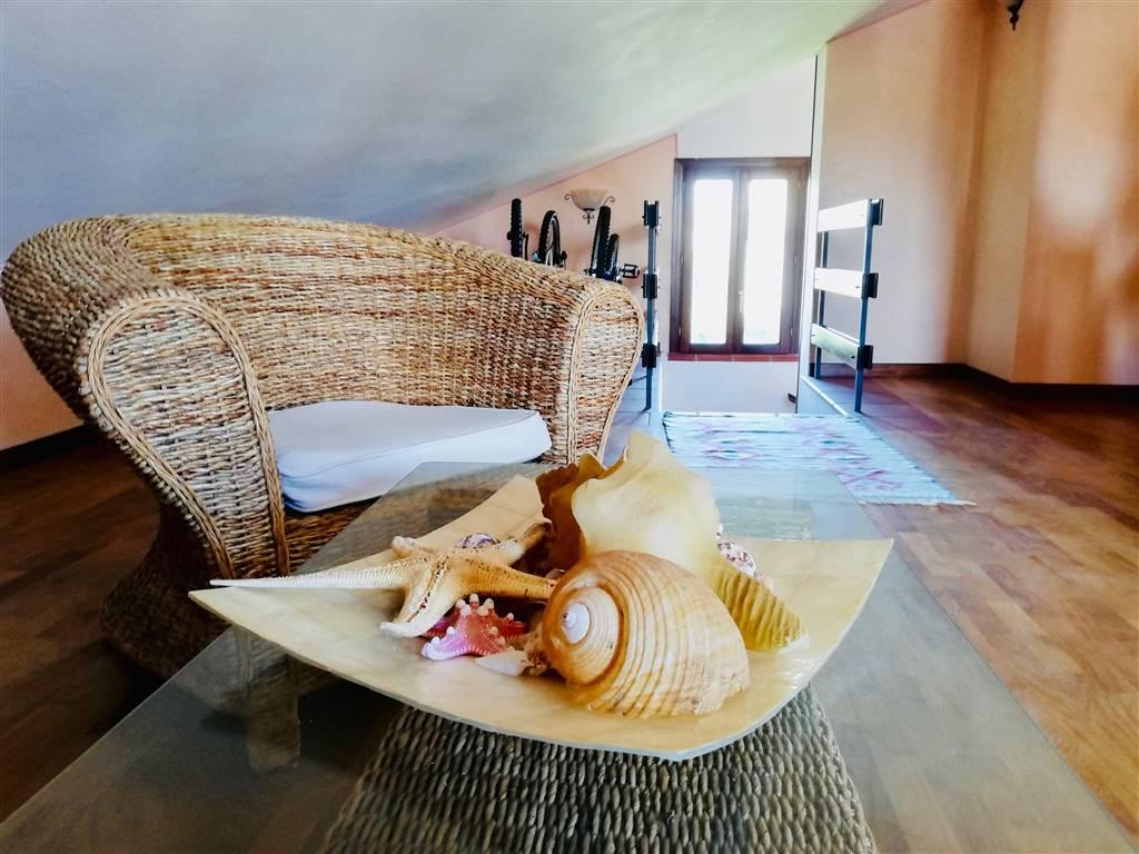 Villa in vendita a Campofelice di Roccella, 8 locali, prezzo € 250.000   CambioCasa.it