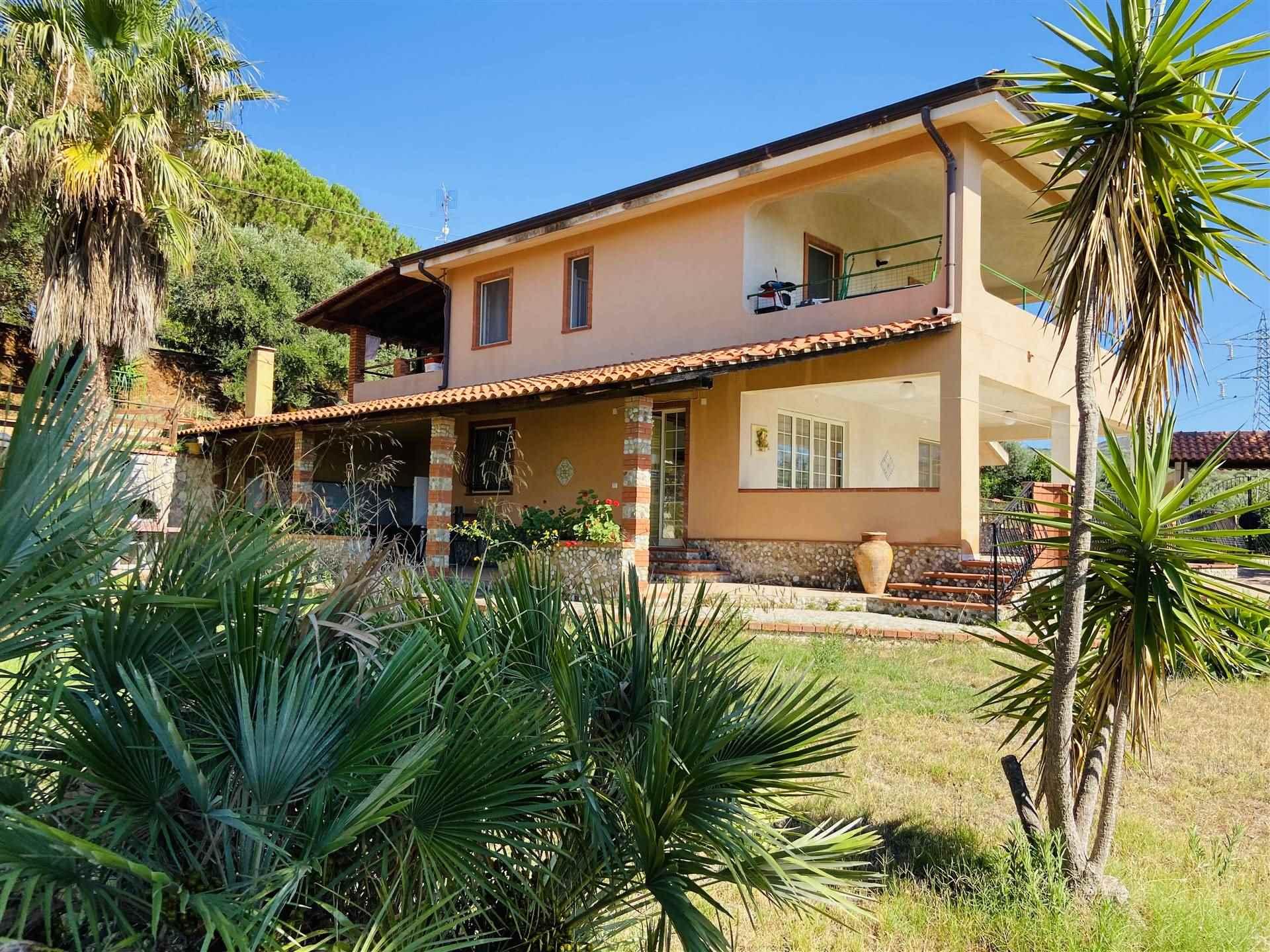Villa in vendita a Campofelice di Roccella, 8 locali, prezzo € 290.000 | CambioCasa.it